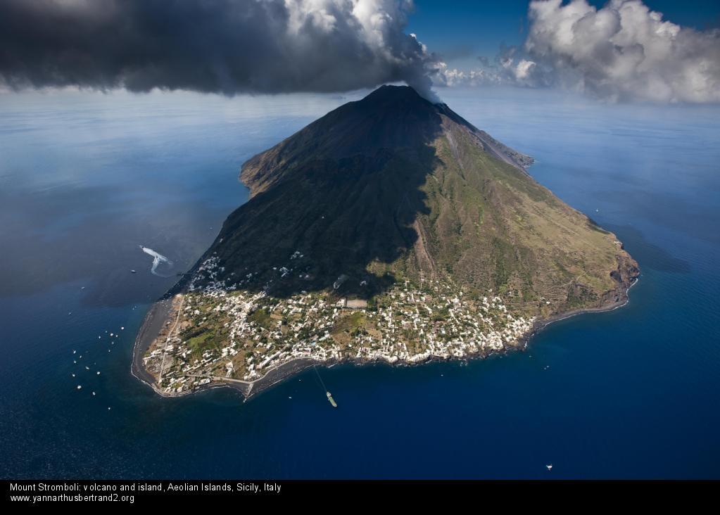 Vulcano piange, Stromboli ride Le 2 facce del turismo alle Eolie ...