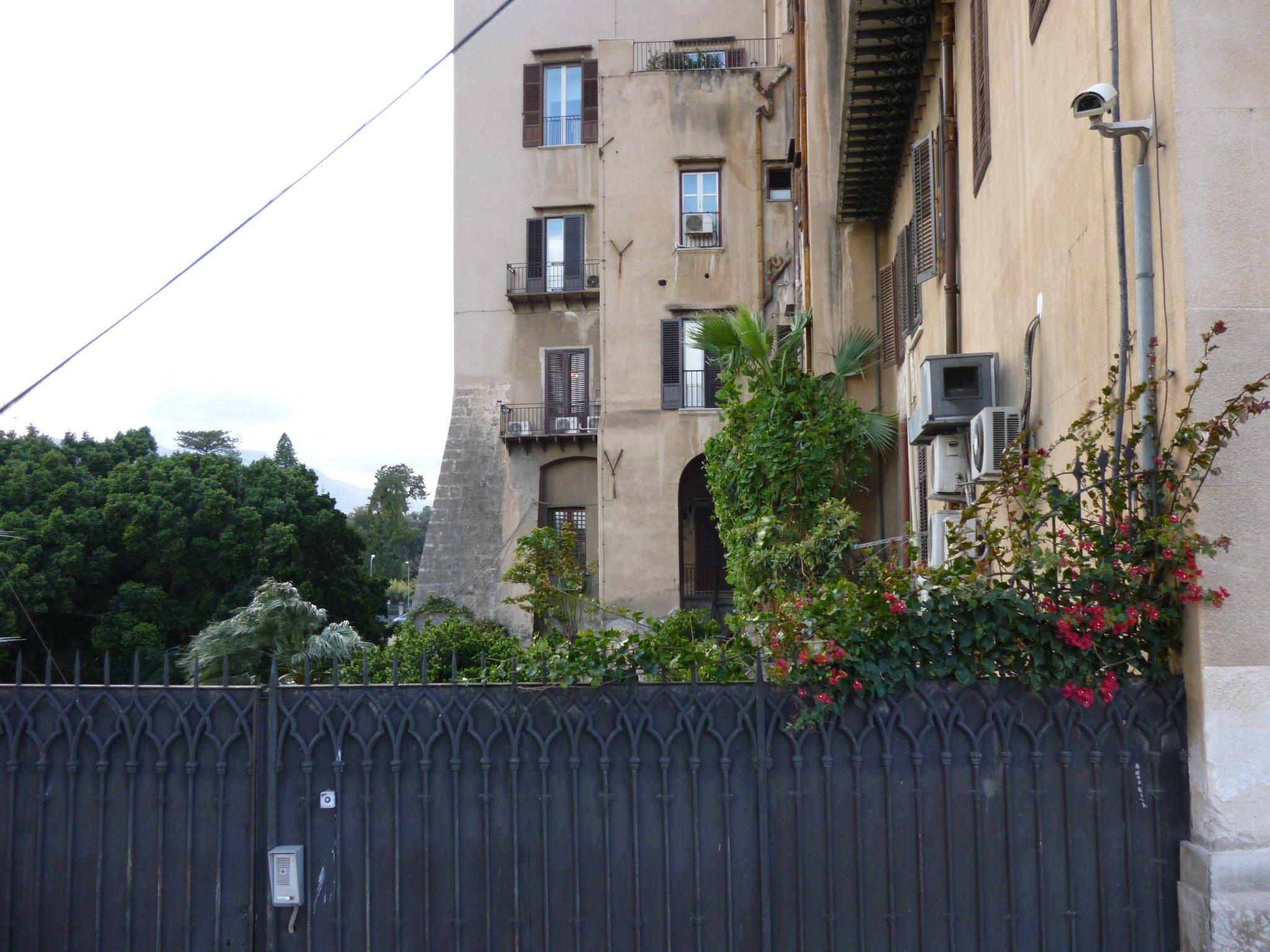 Palazzo reale locali a rischio sgombero per l 39 ex custode - Custode con alloggio ...