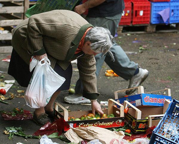 Risultati immagini per cartina della povertà in sicilia
