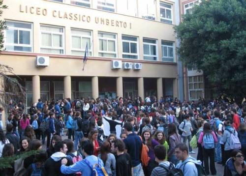 Falso allarme bomba all 39 umberto le lezioni sono iniziate for Liceo umberto palermo
