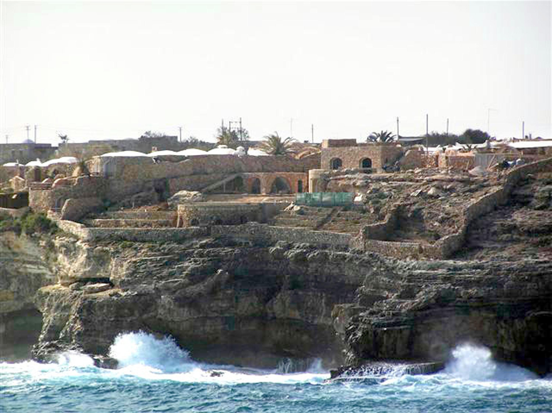 La villa di claudio baglioni annullato il dissequestro for Case lampedusa