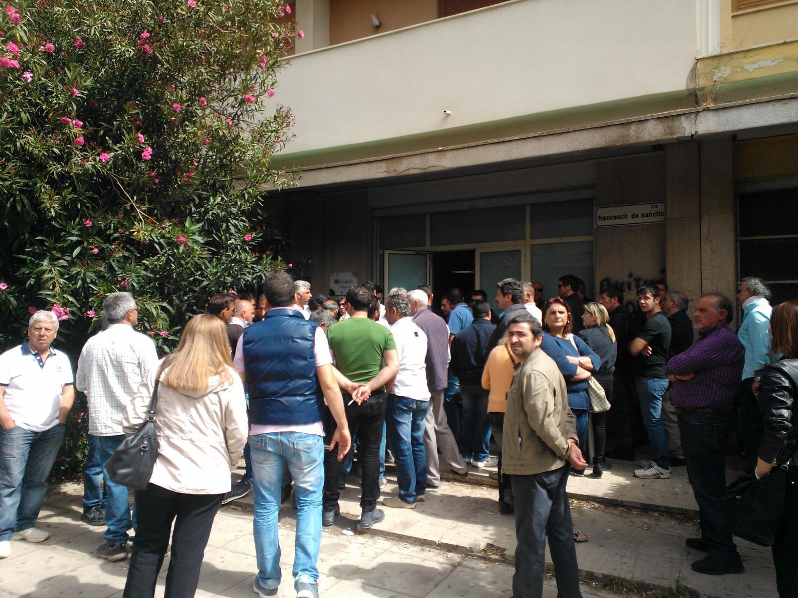 Ufficio Collocamento A Palermo : Ex pip dopo le proteste in coda al centro per limpiego live sicilia