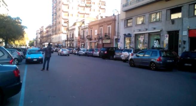 Palermo, aggredisce automobilista che non vuole dargli soldi. Arrestato parcheggiatore abusivo