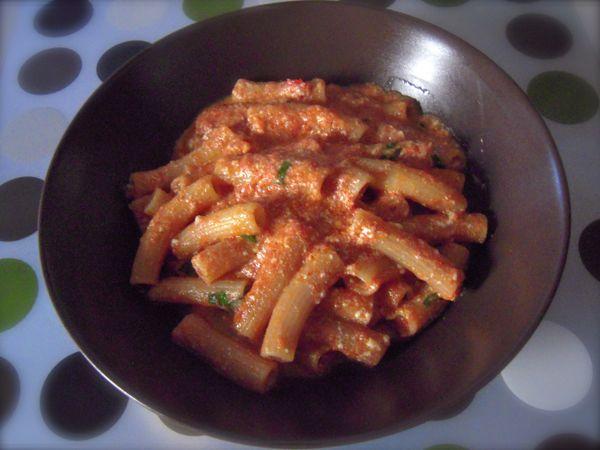 pasta con pomodoro e ricotta fresca. La