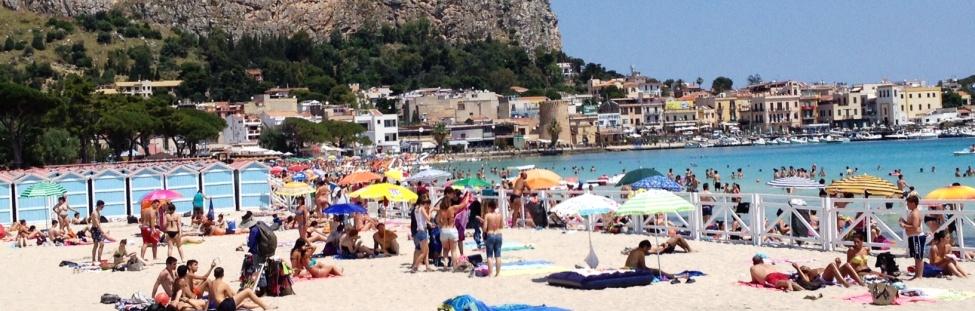 Matrimonio Spiaggia Mondello : Furti in spiaggia e rapine piano sicurezza a mondello