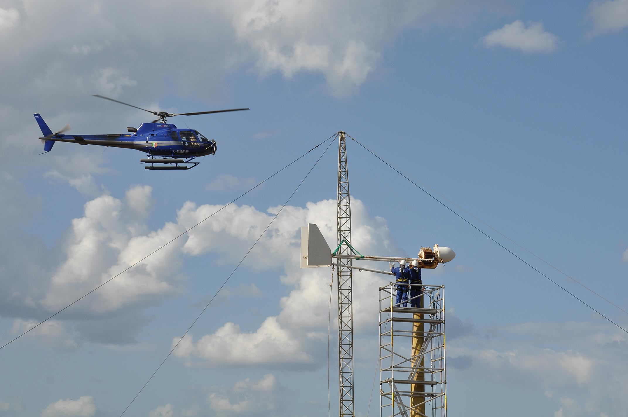 Elicottero 5 Pale : Le pale eoliche di mozia rimozione con l elicottero live