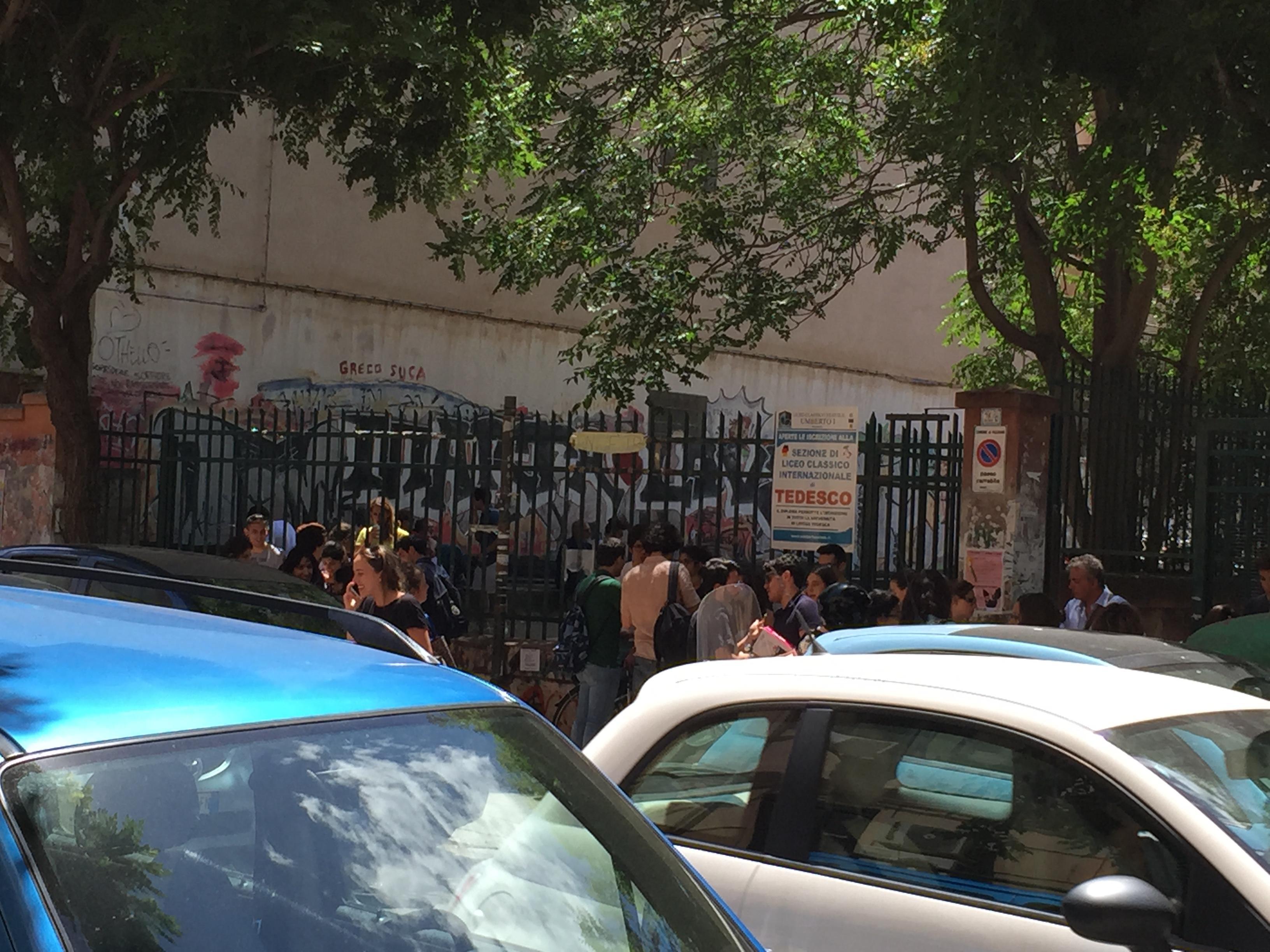 Crisi di coscienza e ansia la giornata dei maturandi for Liceo umberto palermo