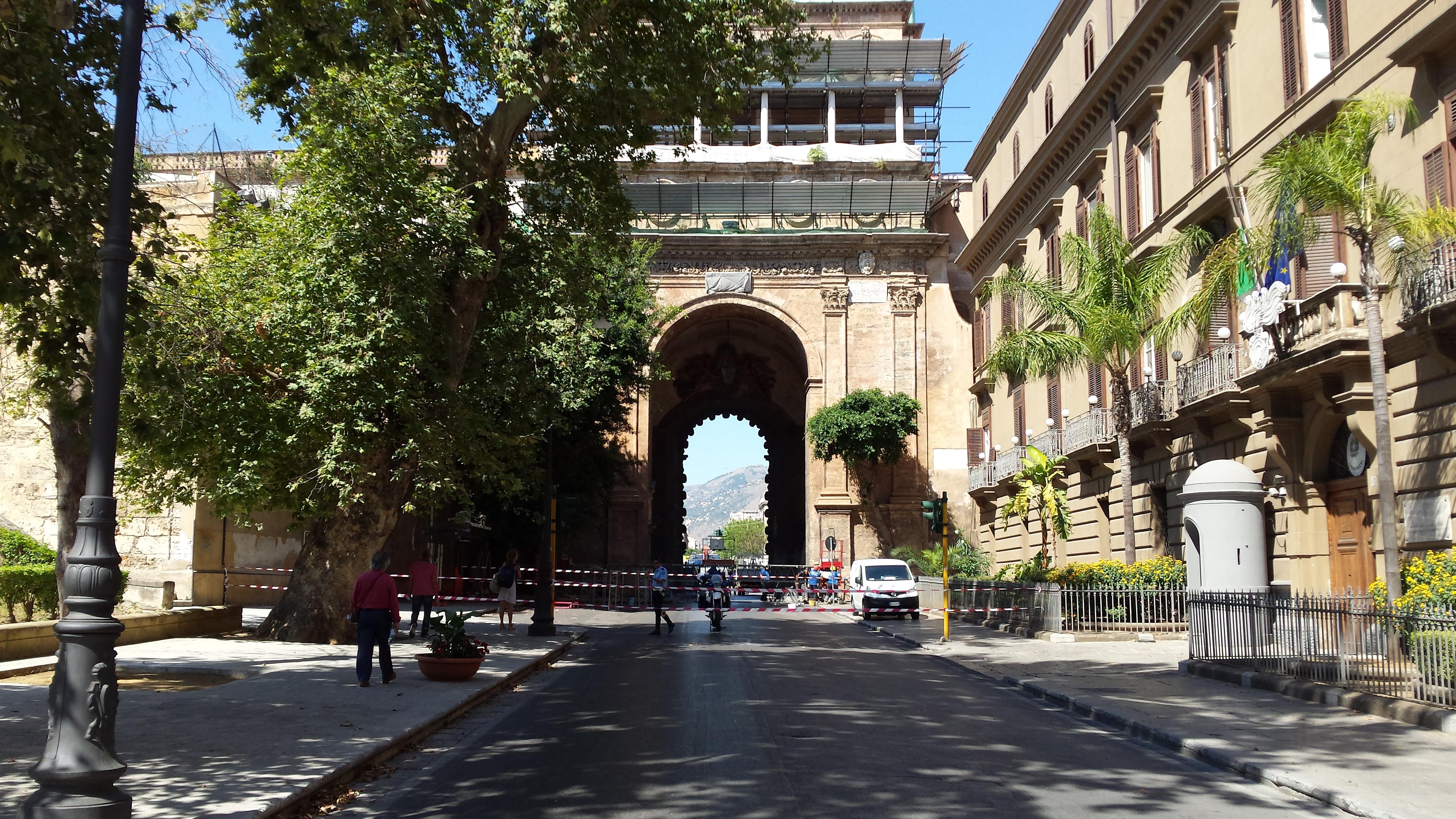 Porta nuova aperta a bus e pedoni dal 20 luglio i servizi navetta live sicilia - Porte a palermo ...