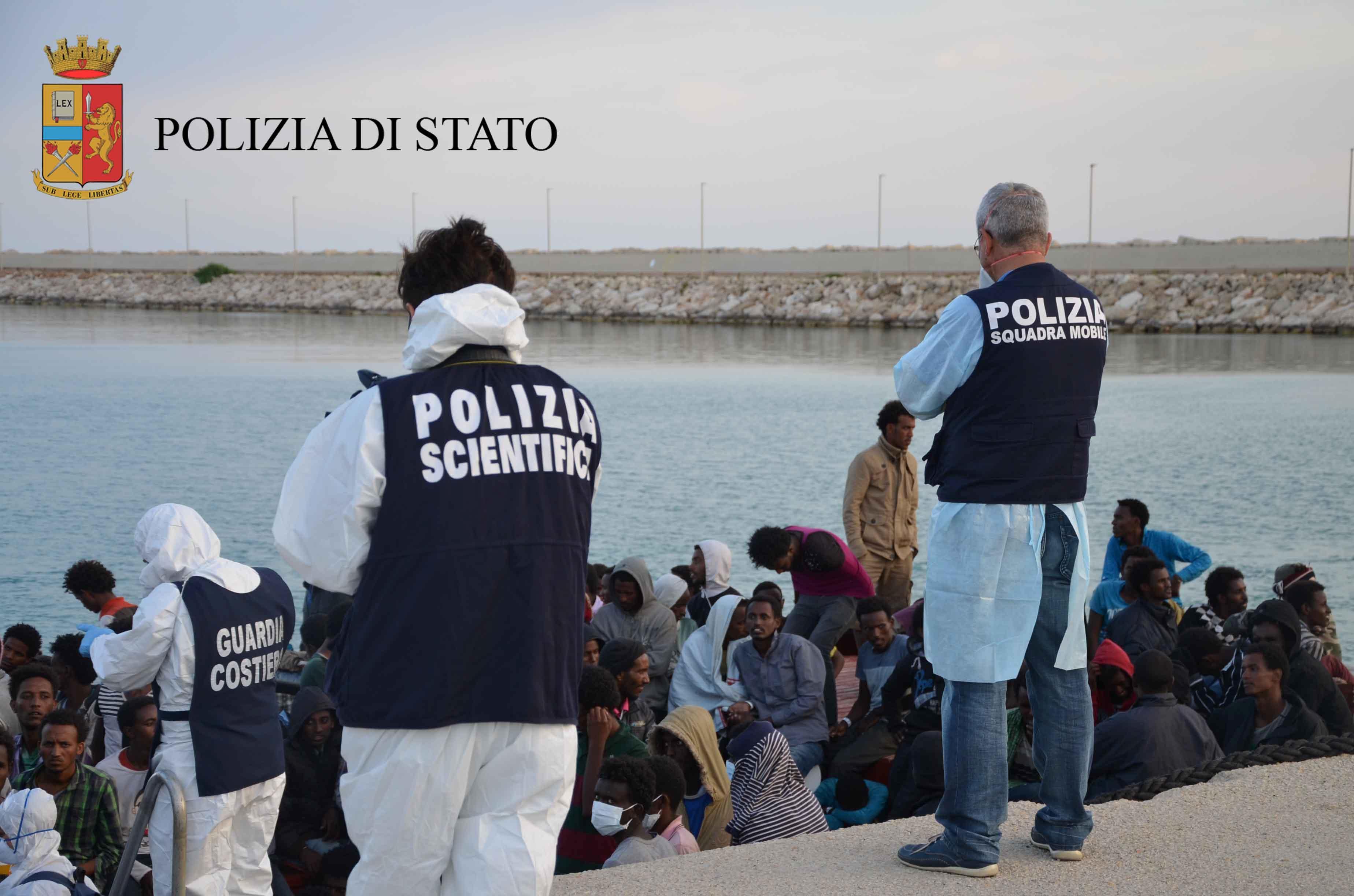 Continuano gli sbarchi a Pozzallo, fermati presunti scafisti$
