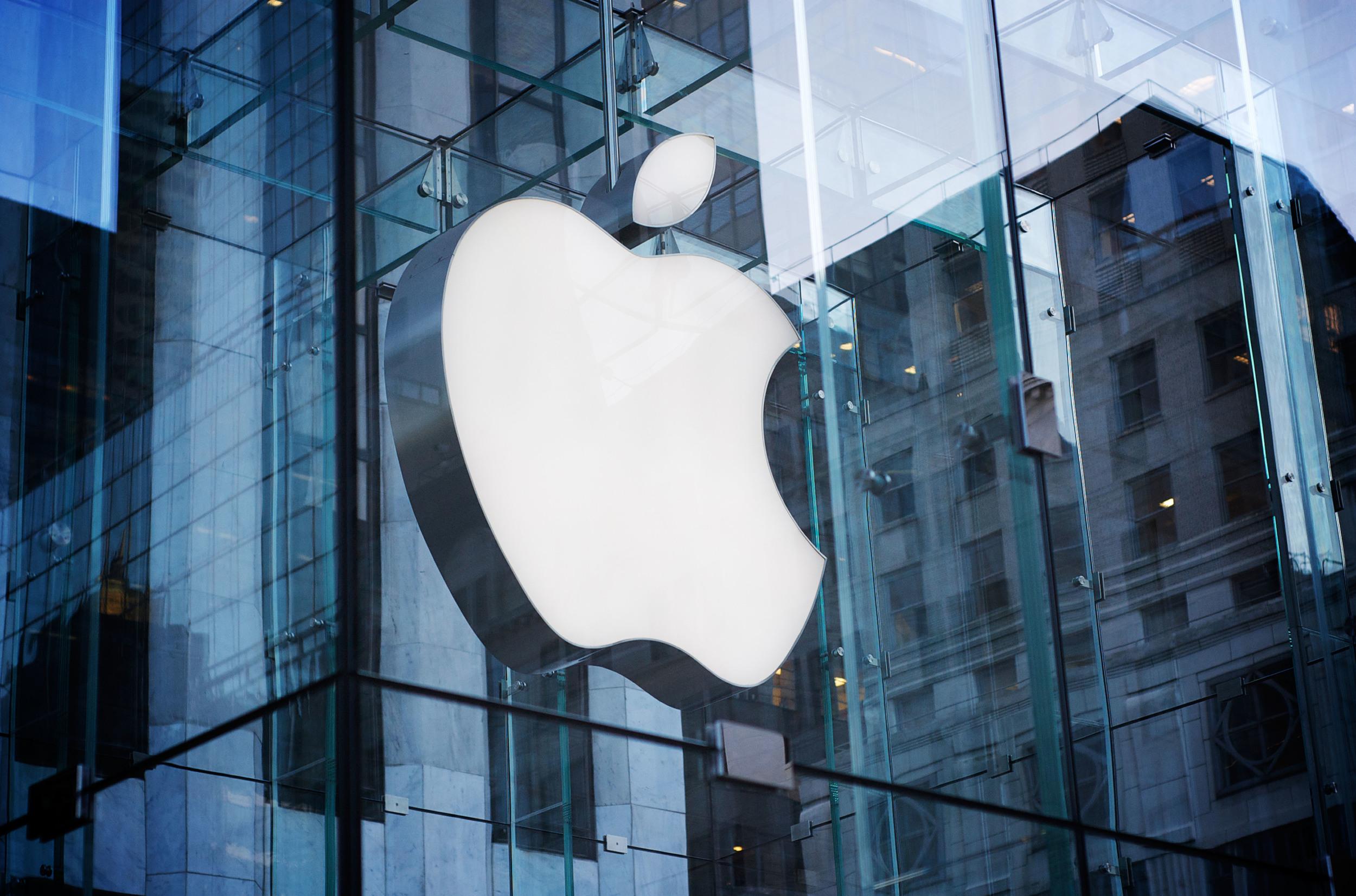 Il colosso di Cupertino interessato alla sede della Stefanel di Palermo per aprire un Apple store in Sicilia occidentale