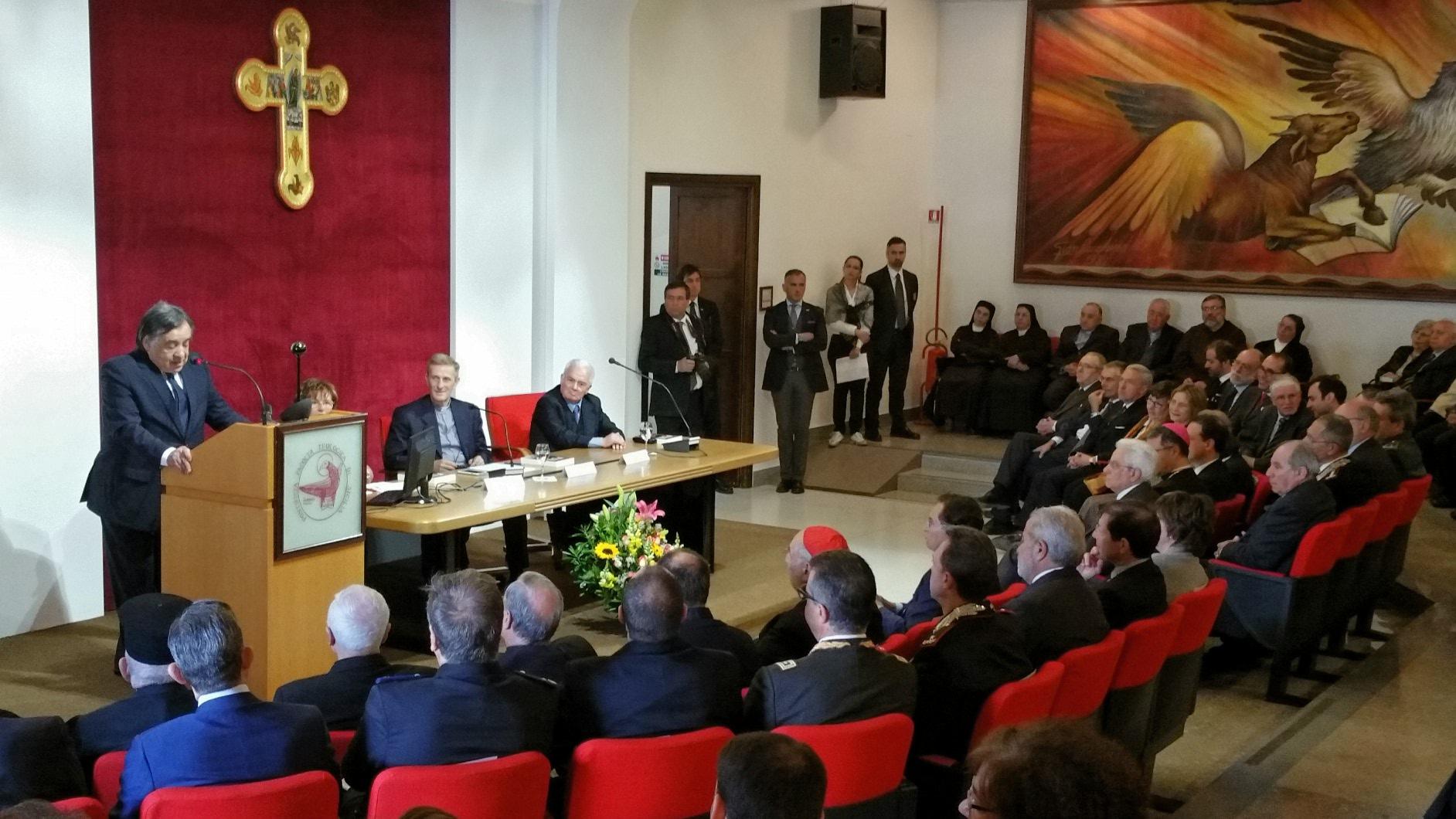 Applausi per mattarella a palermo il ricordo del cardinale for Facolta architettura palermo
