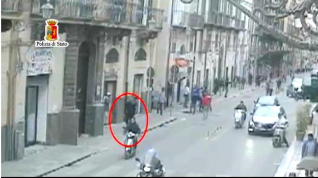 Italská mafie má dost uprchlíků. Vyhlásila jim válku a střílí je na ulici...