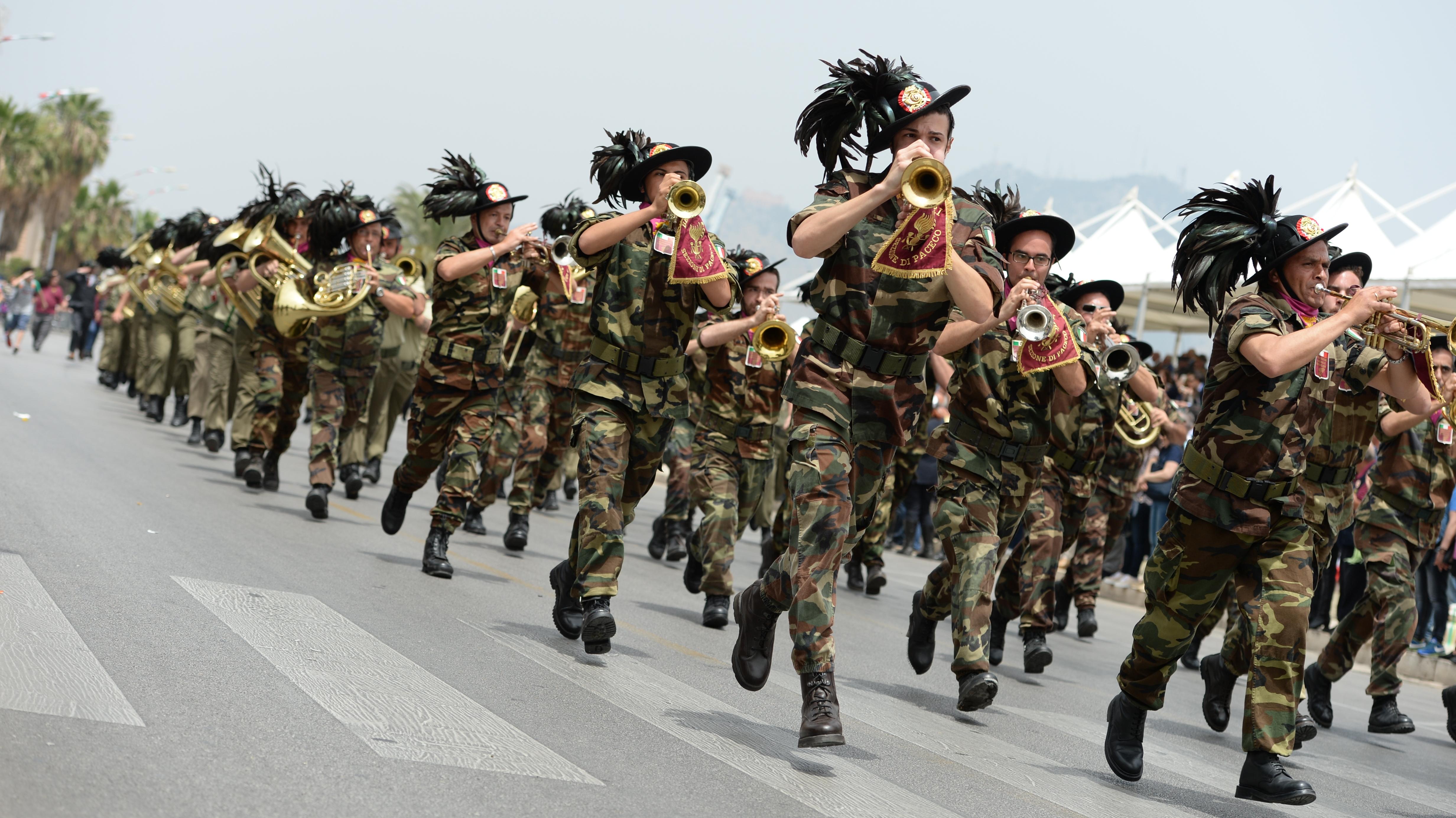 Palermo ecco i bersaglieri pinotti soldati del futuro for Redazione italia