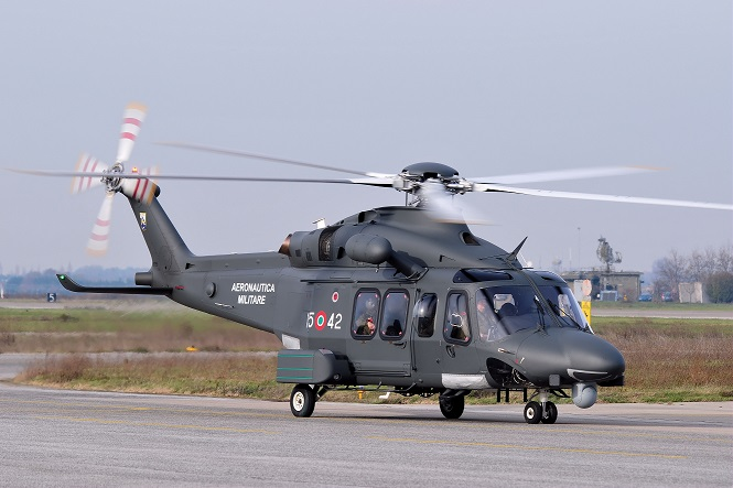 Elicottero In Inglese : Malato grave in crociera salvato con un elicottero live