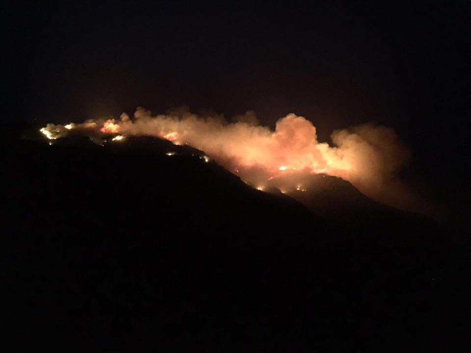 Incendio a Pantelleria, ultimi fuochi sul versante sud: situazione è sotto controllo