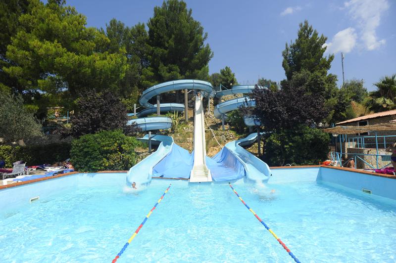 Batteri tossici all 39 acquapark l 39 asp sospensione - Del taglia piscine chiude ...