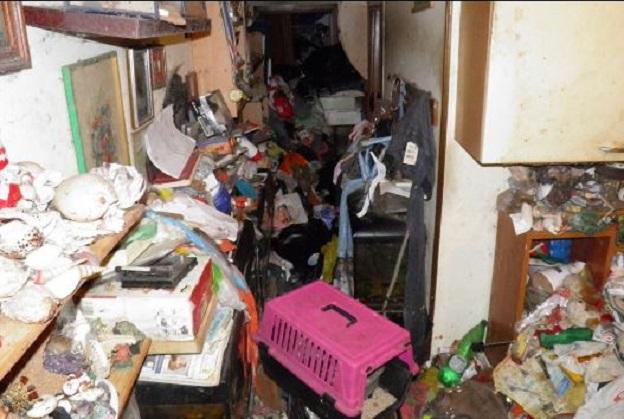Una casa di spazzatura per una bimba di 12 anni live sicilia - Contenitori spazzatura casa ...