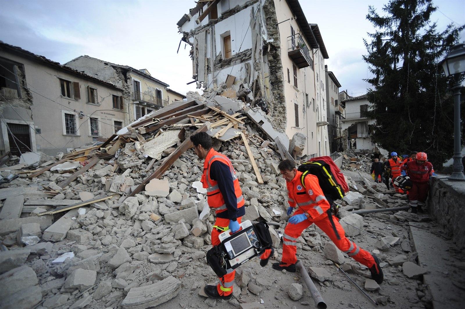 Terremoto, un mese fa il sisma che ha devastato il Centro Italia