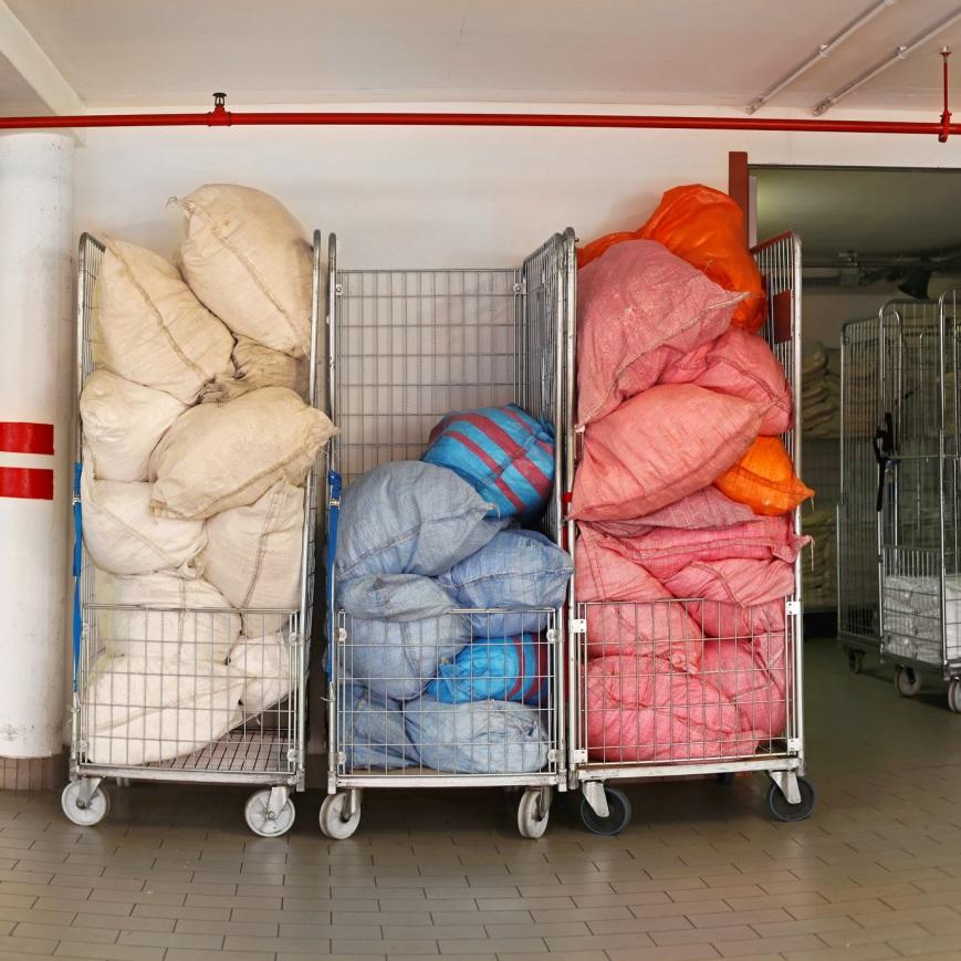 Olbia, feto nella lavanderia di un ospedale: nascosto tra le lenzuola