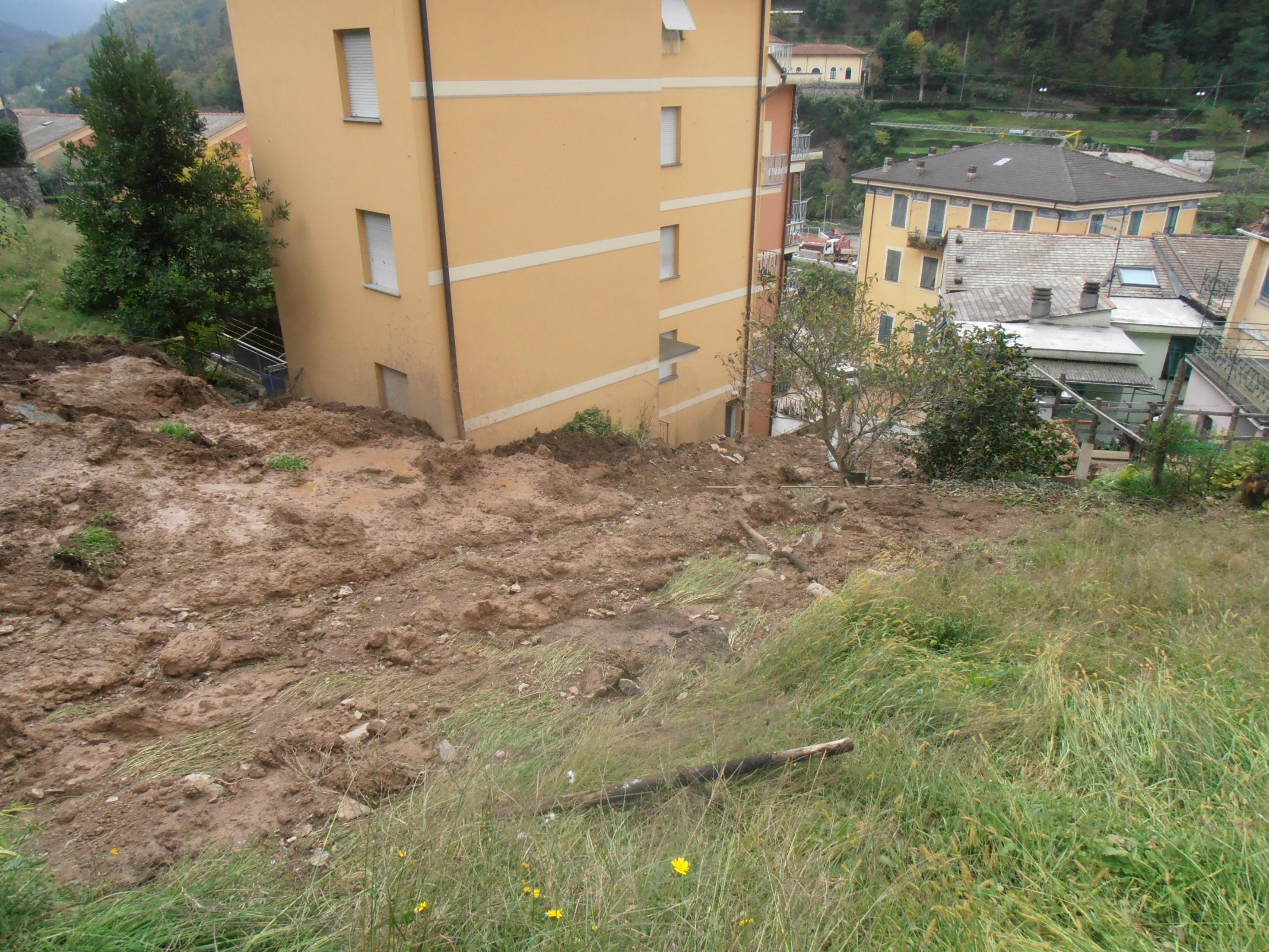 Una frana minaccia palazzi nel Genovese, 200 sfollati