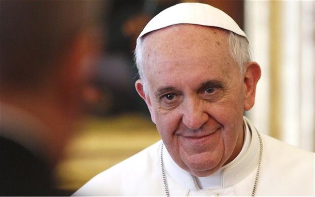 Manifesti contro Papa Francesco: lo strano risveglio di Roma