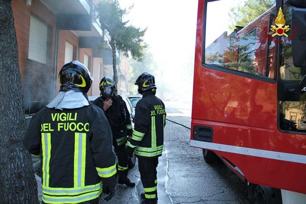 Nocera Terinese (CZ) - Scoppia bombola di gas in una pasticceria, 4 feriti