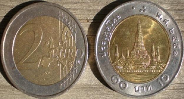 Due euro falsi: i bath thailandesi ingannano persino i distributori