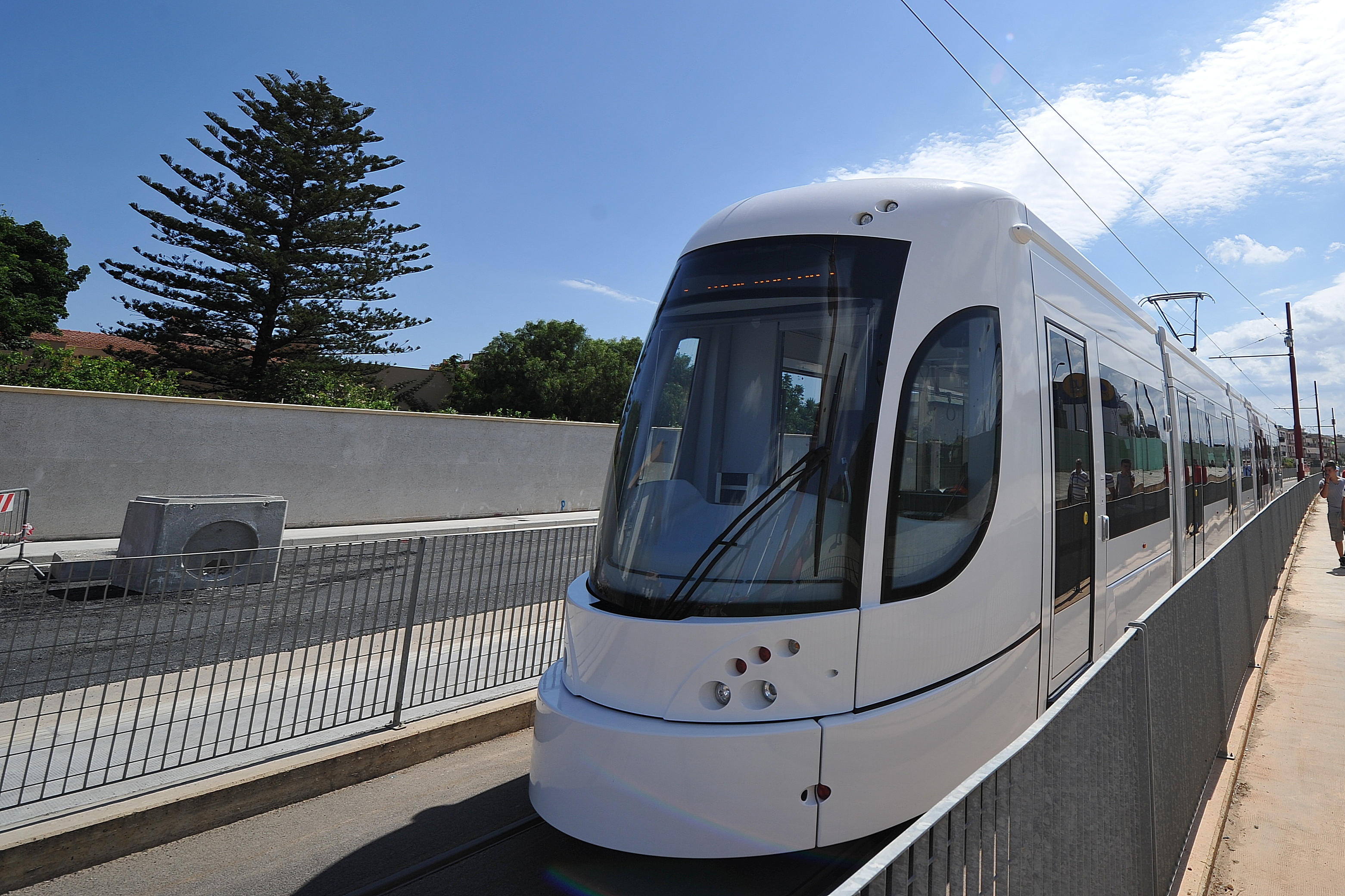 Palermo, uomo investito dal tram in viale Regione Siciliana