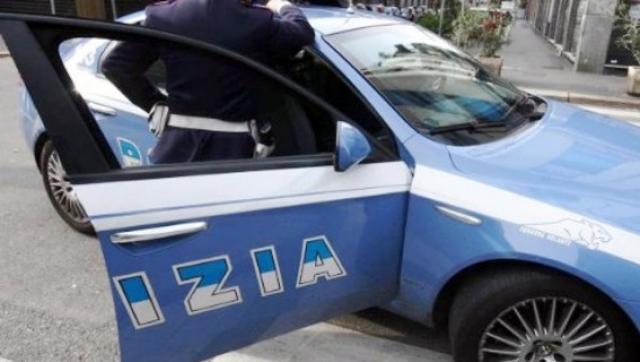 Napoli, 16enne accoltellato perché reagisce alla rapina dello scooter: è grave COMMENTA
