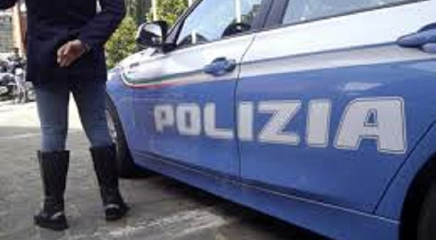 Paura in un bar: uomo entra e spara al proprietario
