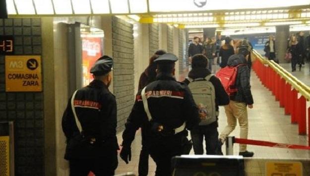 Neonato abbandonato in una stazione della metro di Milano