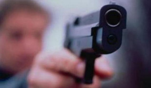 Ragazzo di 18 anni si spara per gioco con pistola padre, grave