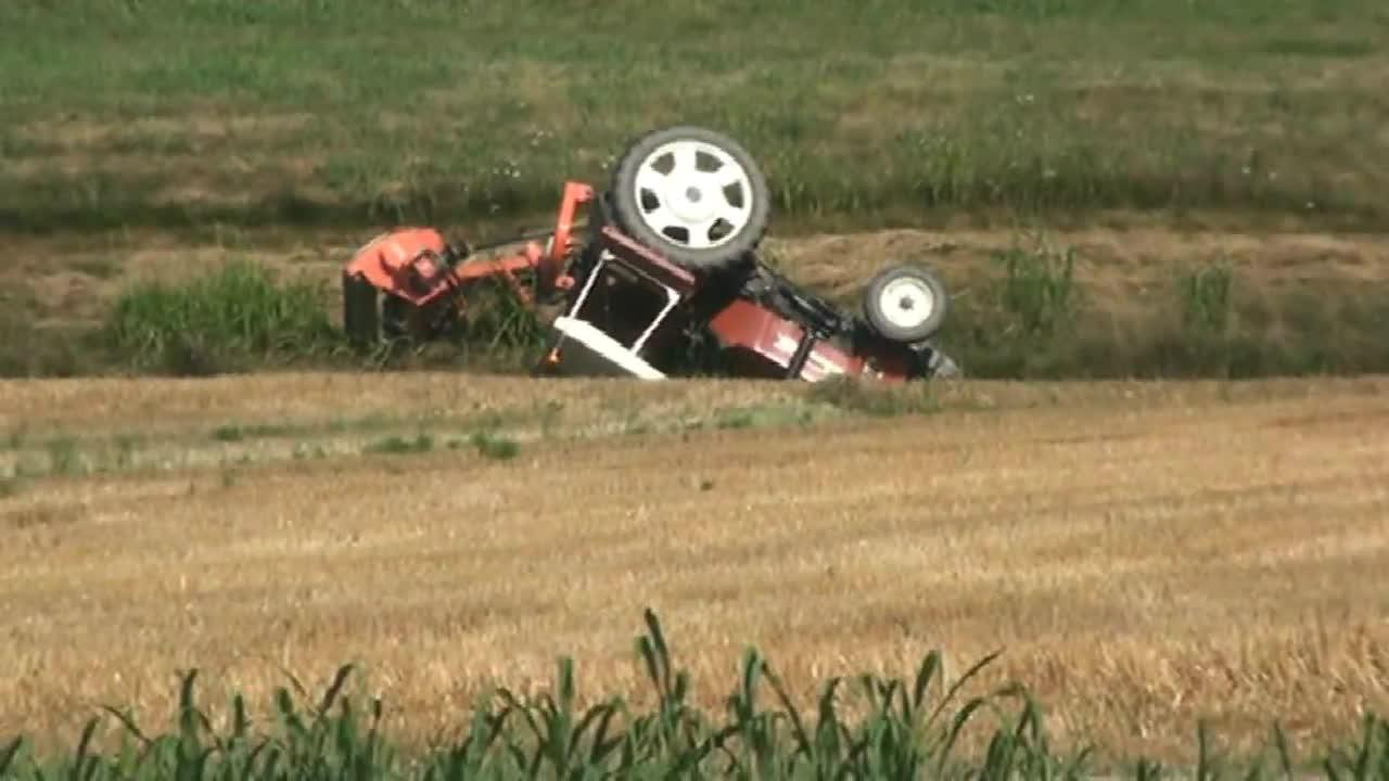 Quattro Castella, muore a 26 anni schiacciata dal trattore