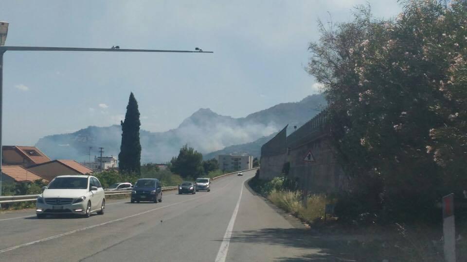 Incendi, panico sulla A18 vicino a Taormina