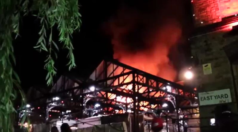 Incendio a Camden Market, paura a Londra
