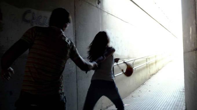 Viale Liguria, tenta di violentare donna: bloccato dai passanti