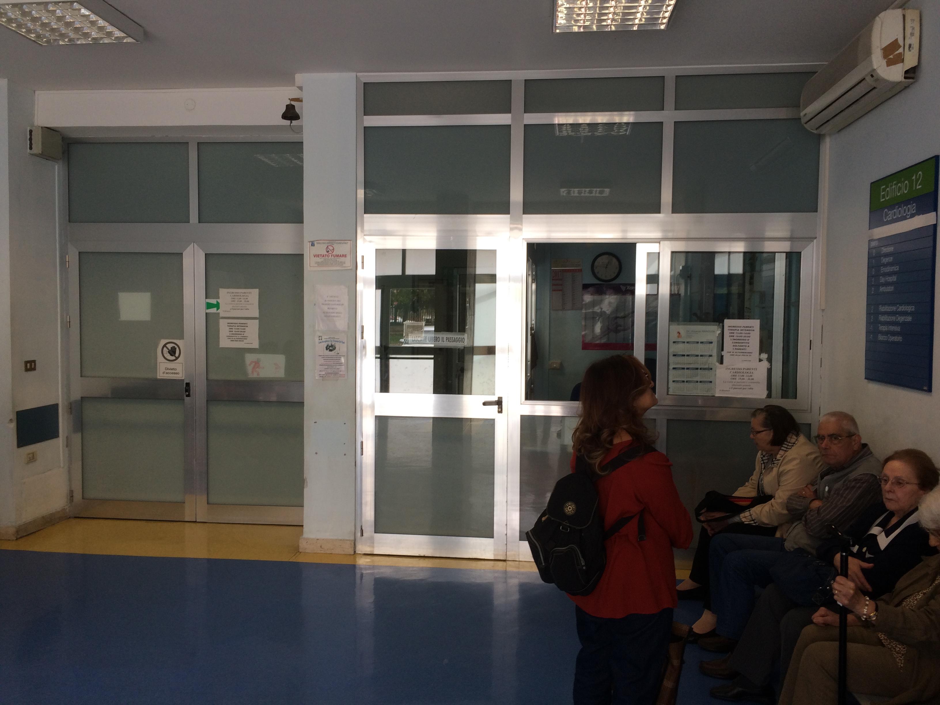 Civico il reparto chiuso la rabbia l 39 aereo l 39 ospedale migliore live sicilia - Invasione di formiche in cucina ...