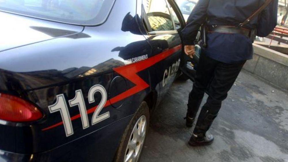 Bologna, uomo si costituisce ai carabinieri.