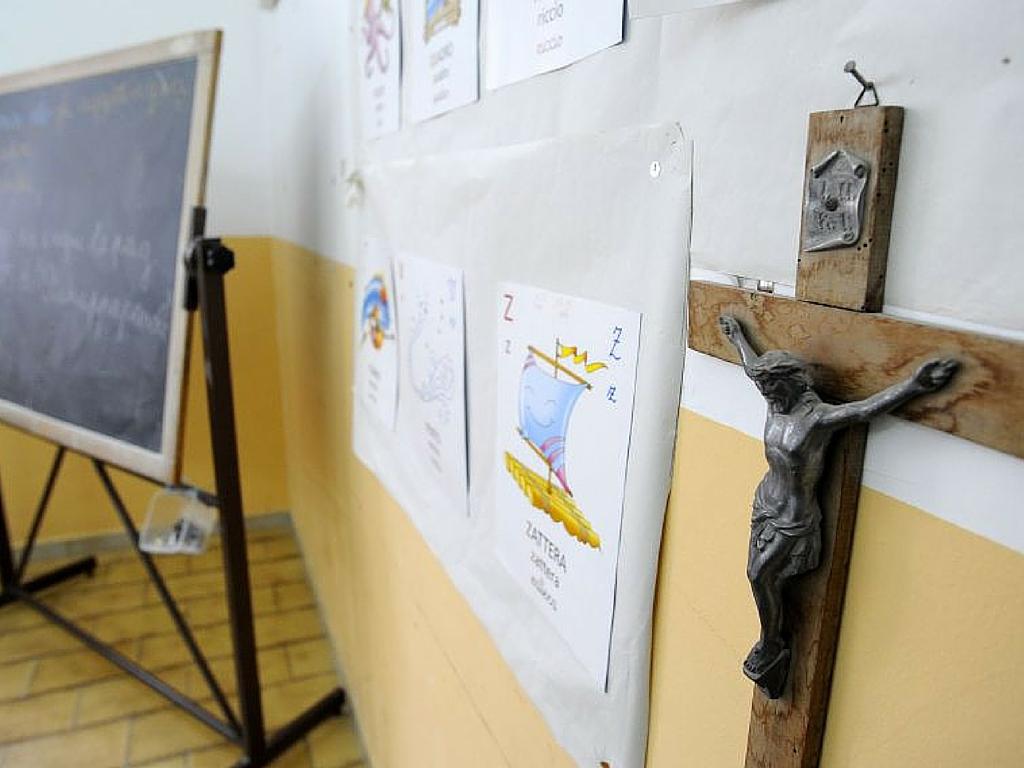Palermo, divieto di preghiera per i bimbi di una scuola: via anche le immagini del Papa