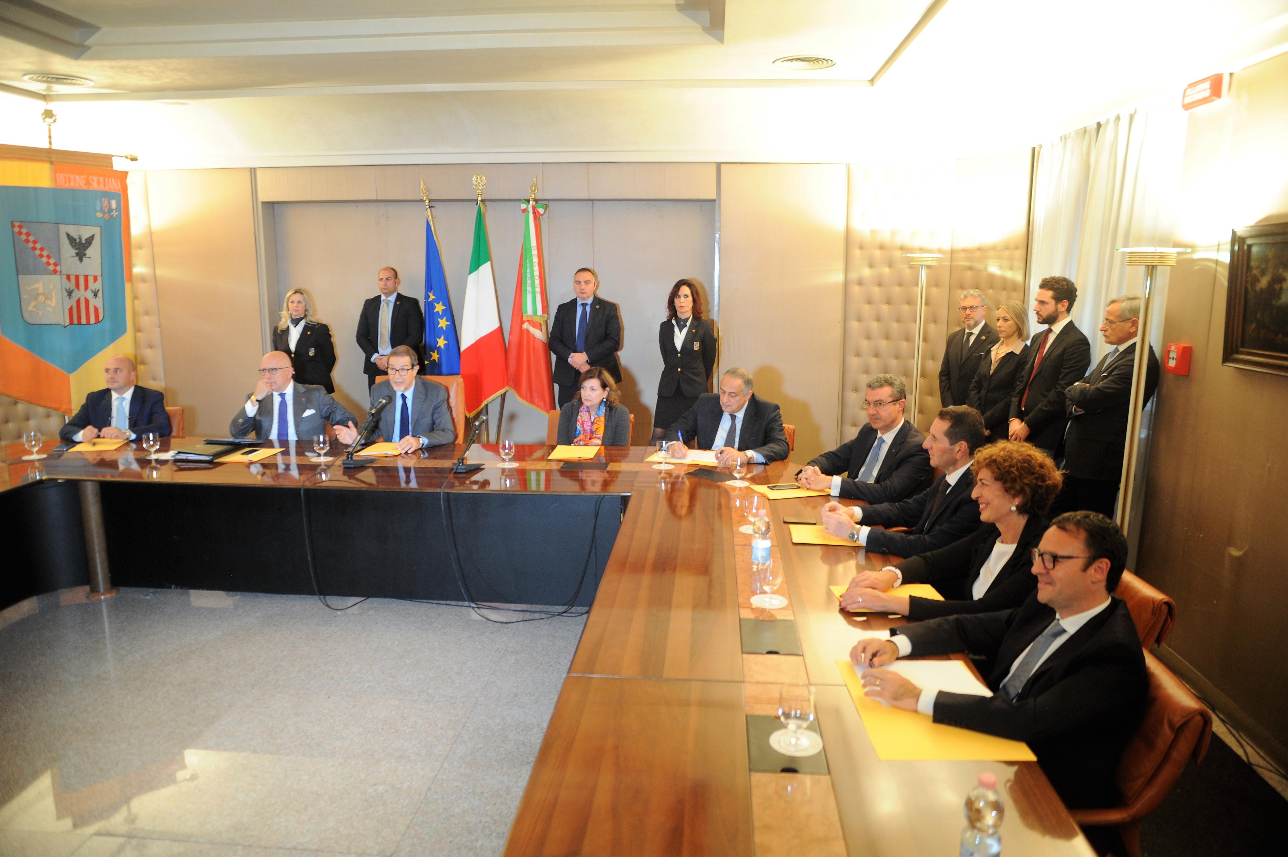 Ex Province: primo atto della giunta Elezione diretta, scontro con Roma