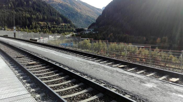 Mandello, investito dal treno in stazione: linea ferrovia bloccata