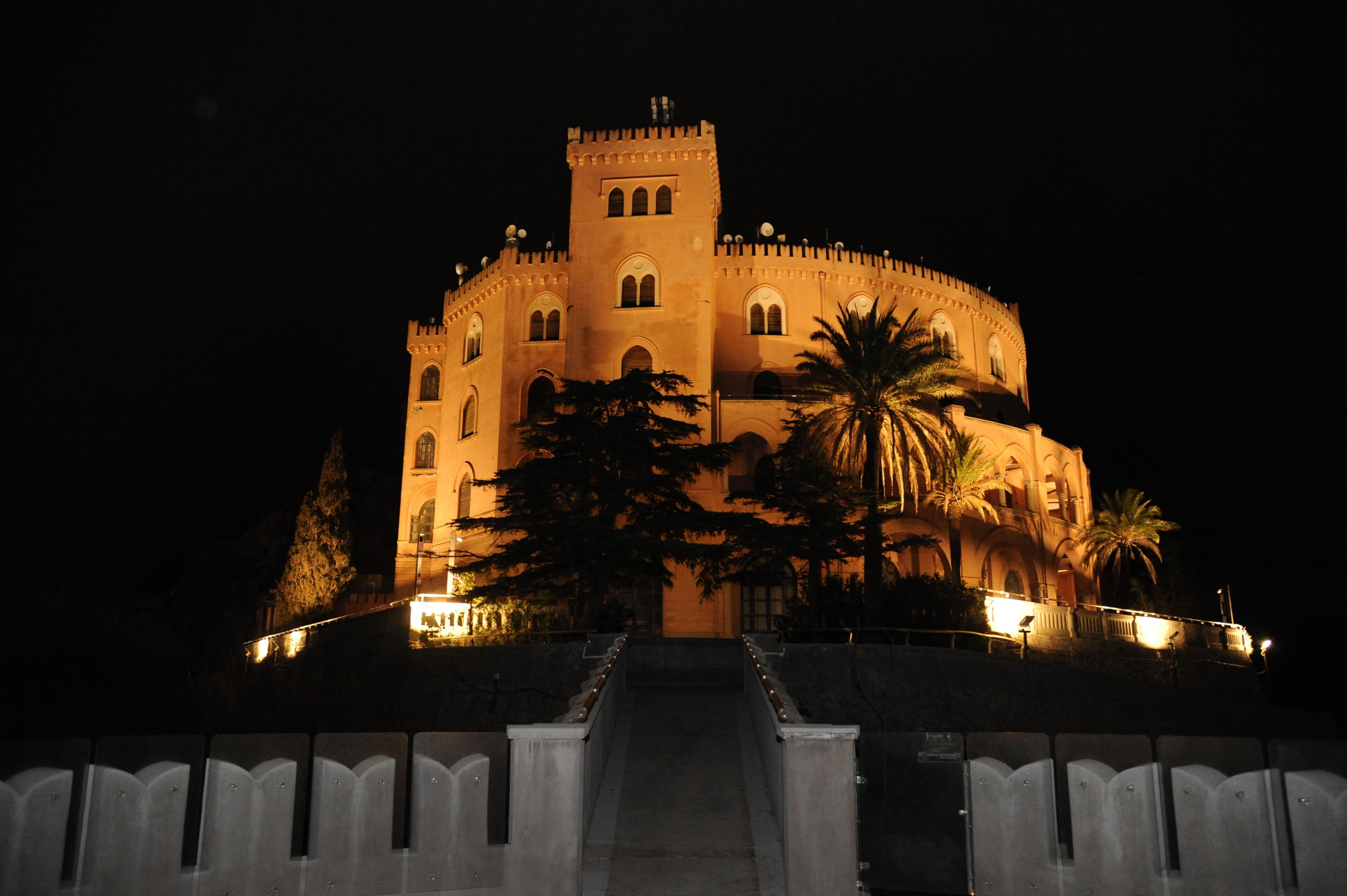 Palermo luci spente a piazza pretoria teatro massimo e politeama