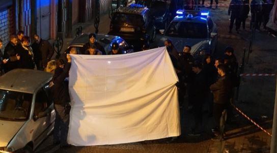 Napoli, donna uccisa in strada: era pregiudicata