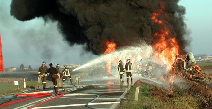 Incidente lungo la A21 a Brescia: si incendia cisterna, sei i morti