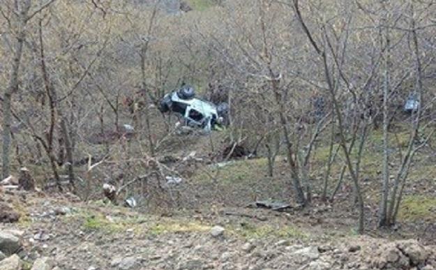 Perde il controllo del fuoristrada Auto nella scarpata, due morti