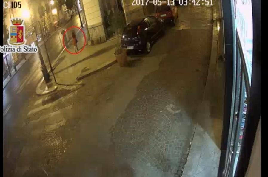 46enne si finge tassista e violenta una 20enne turista
