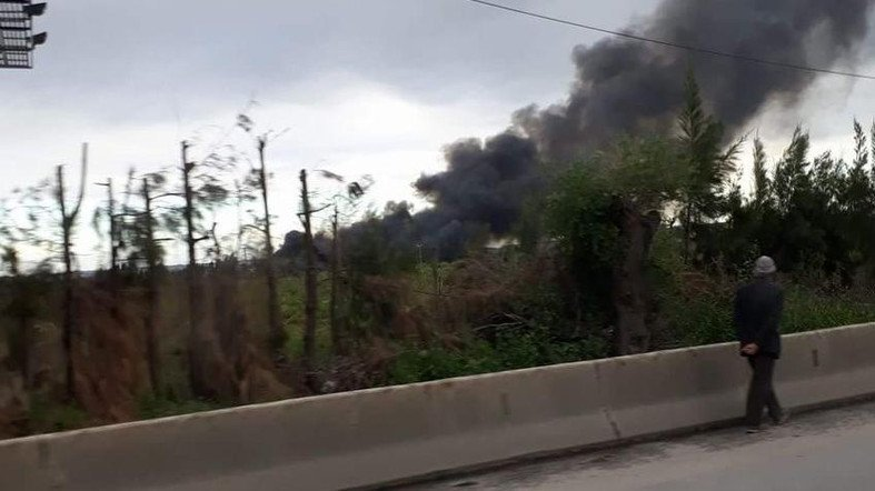 Algeria, Aereo militare si schianta su autostrada,