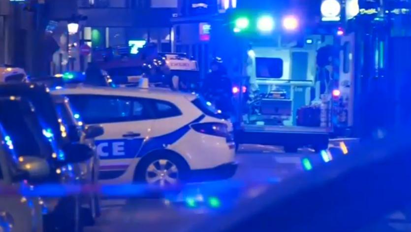 Passanti accoltellati a Parigi: un morto e 8 feriti