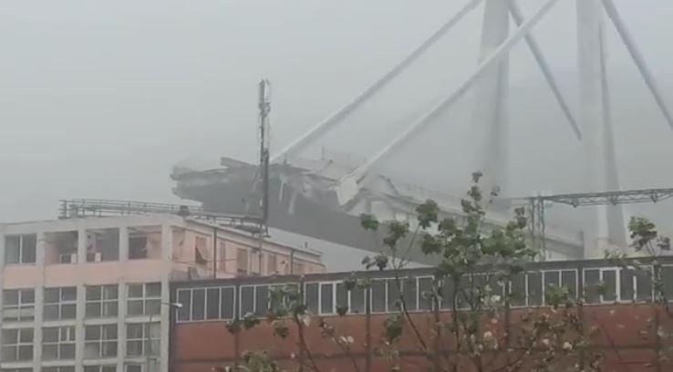 Disastro a Genova: sale a 35 il numero dei morti foto