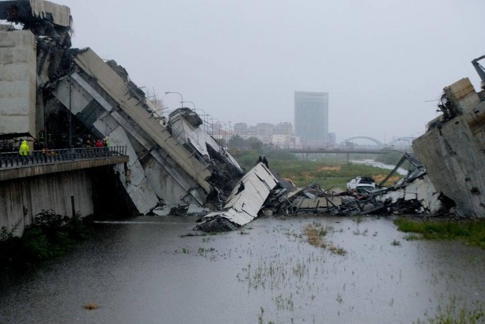 Crollo Ponte Morandi, le immagini col drone dei vigili del fuoco